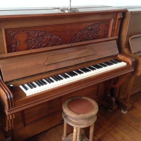 piano_holz1